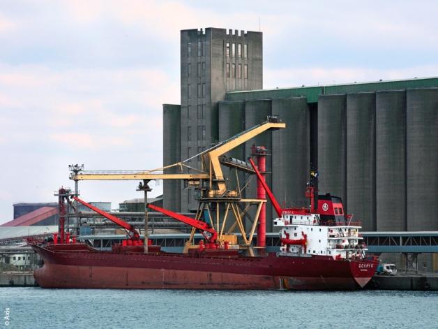 Navire chargeant des céréales au Port de Dunkerque