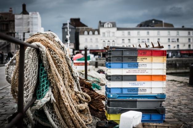 Débarquement de produits de la pêche à Honfleur