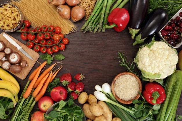 assortiment de fruits et légumes de printemps