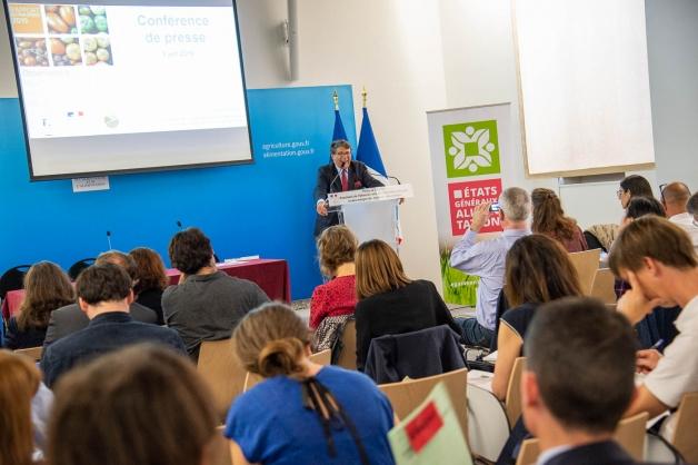 Photo : conférence de presse de Philippe Chalmin au Ministère de l'Agriculture et de l'Alimentation lors de la remise du rapport de l'Observatoire de la formation des prix et des marges des produits alimentaires au Parlement en 2019
