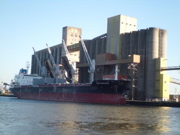 Silo portuaire de grains à Rouen pour l'exportation