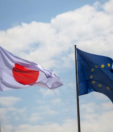 drapeau européen et drapeau japonais