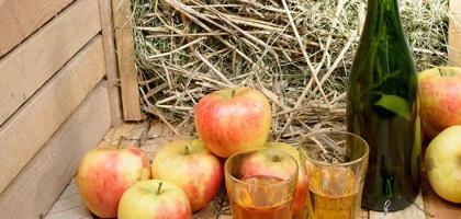 bouteille de cidre et pomme